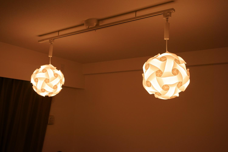 ヽ ランプシェードで電球を覆って\u2026\u2026 / ,. i 余ったコードをアジャスターで / / i
